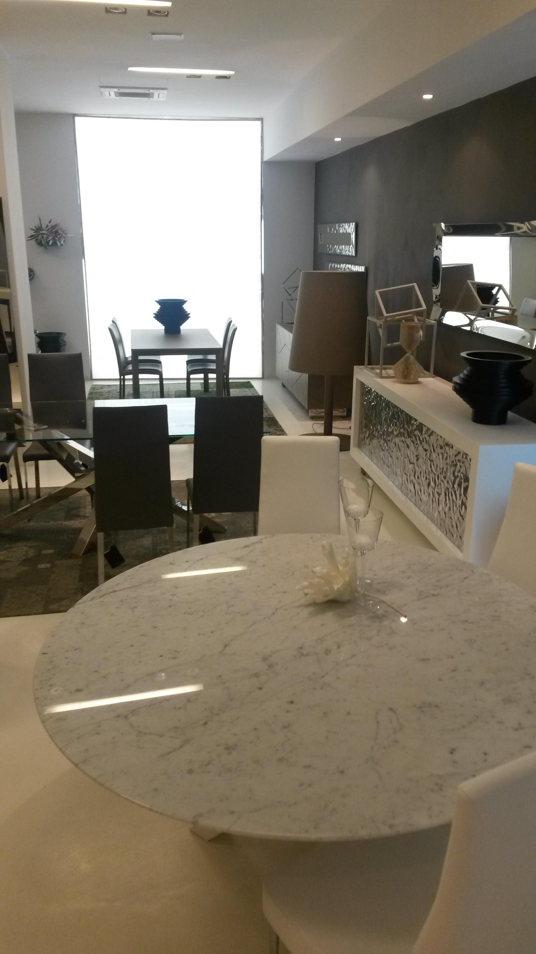Tavolo e sedie da anninare a cucina ciliegio for Tavolo consolle riflessi