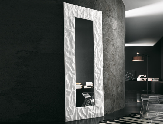 Il design a x factor lo specchio mito riflessi - Specchi da arredo moderni ...