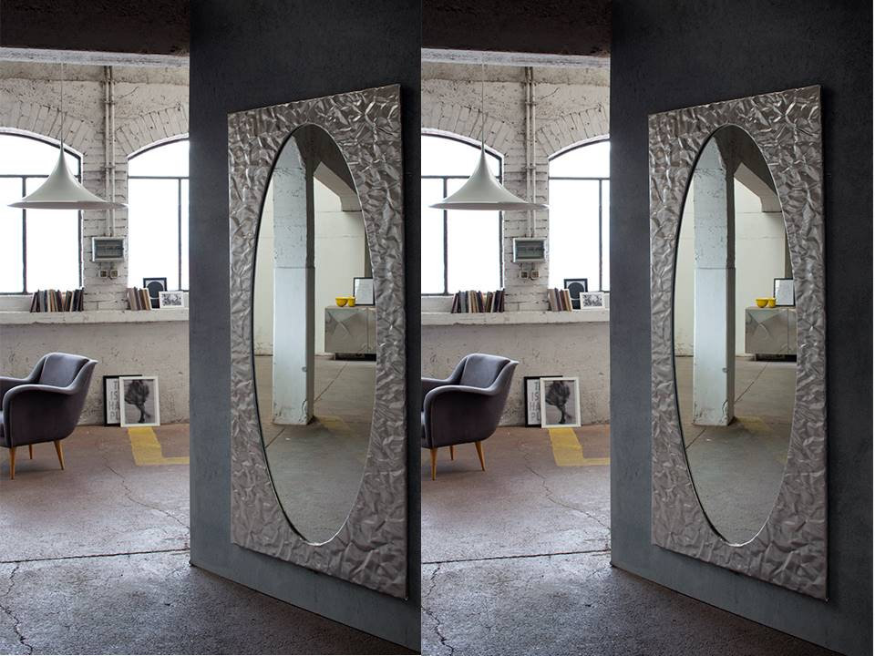 Specchio modello mito cornice in alluminio o laccato lucido bianco, modellato a mano. Ogni specchio un pezzo unico.