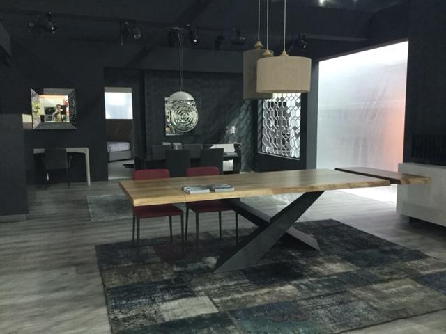 tavolo Living Riflessi piano in legno e base acciaio