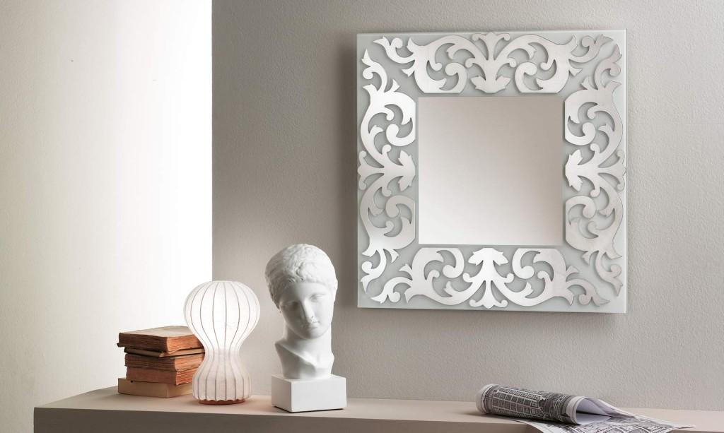 specchio retrò riflessi con cornice decorata