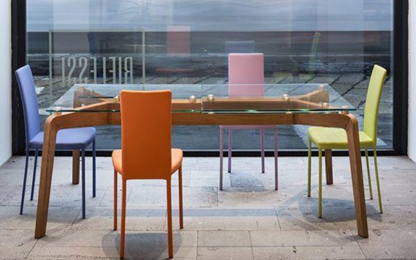 sedie slim riflessi ecopelle e tavolo con piano in cristallo