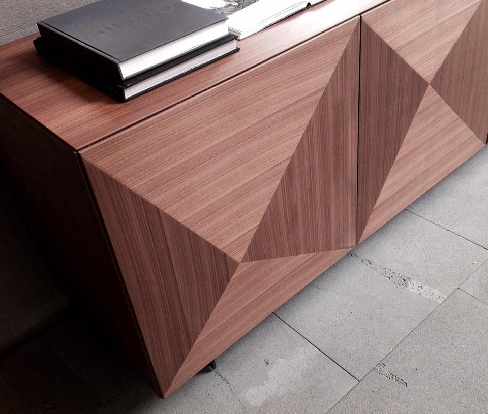 particolare anta Cubric in legno Riflessi